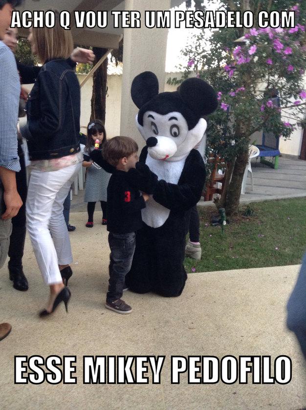 Até o Mickey tá na pedofilia - meme