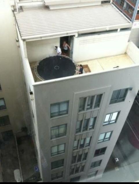 Qui veut faire du trampoline ? - meme