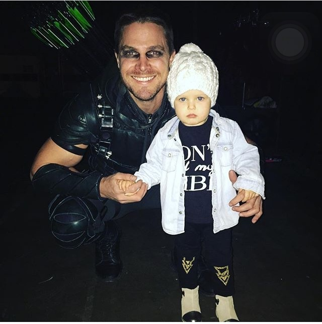 Oliver Queen com a sua Mini Felicity Smoak - meme