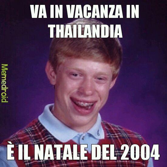 Per chi non l'avesse capita: nel 26 dicembre del 2004 in Thailandia ci fu un violento tsunami. - meme