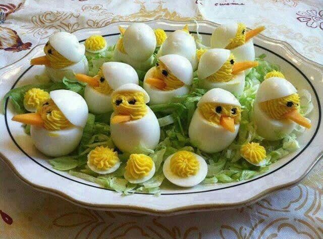 Pintos saindo dos ovos - meme
