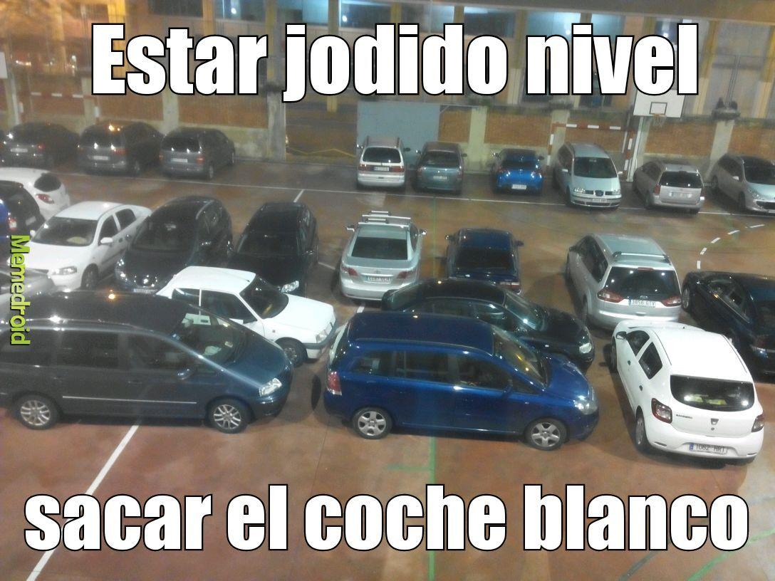 El coche blanco pequeñito jajajaja (͡° ͜ʖ ͡°) - meme