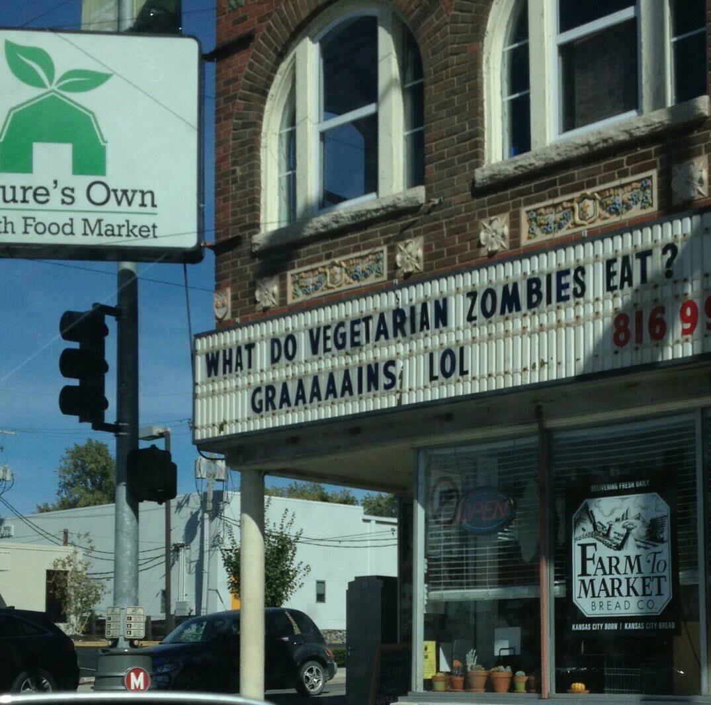 Que mange les zombies végétariens ? Des graiiiiines ! - meme