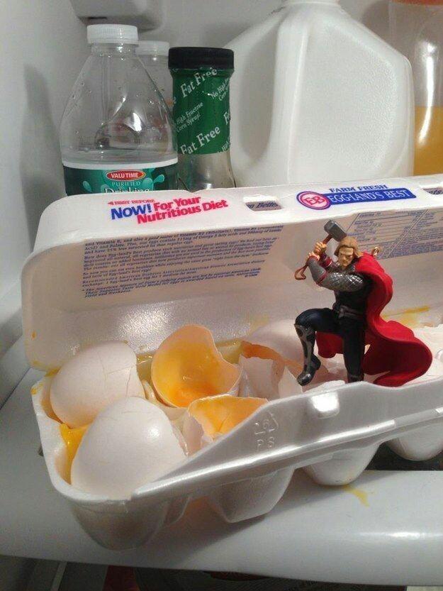 Maldito thor, quebrando meus ovos de galinha :crying: - meme
