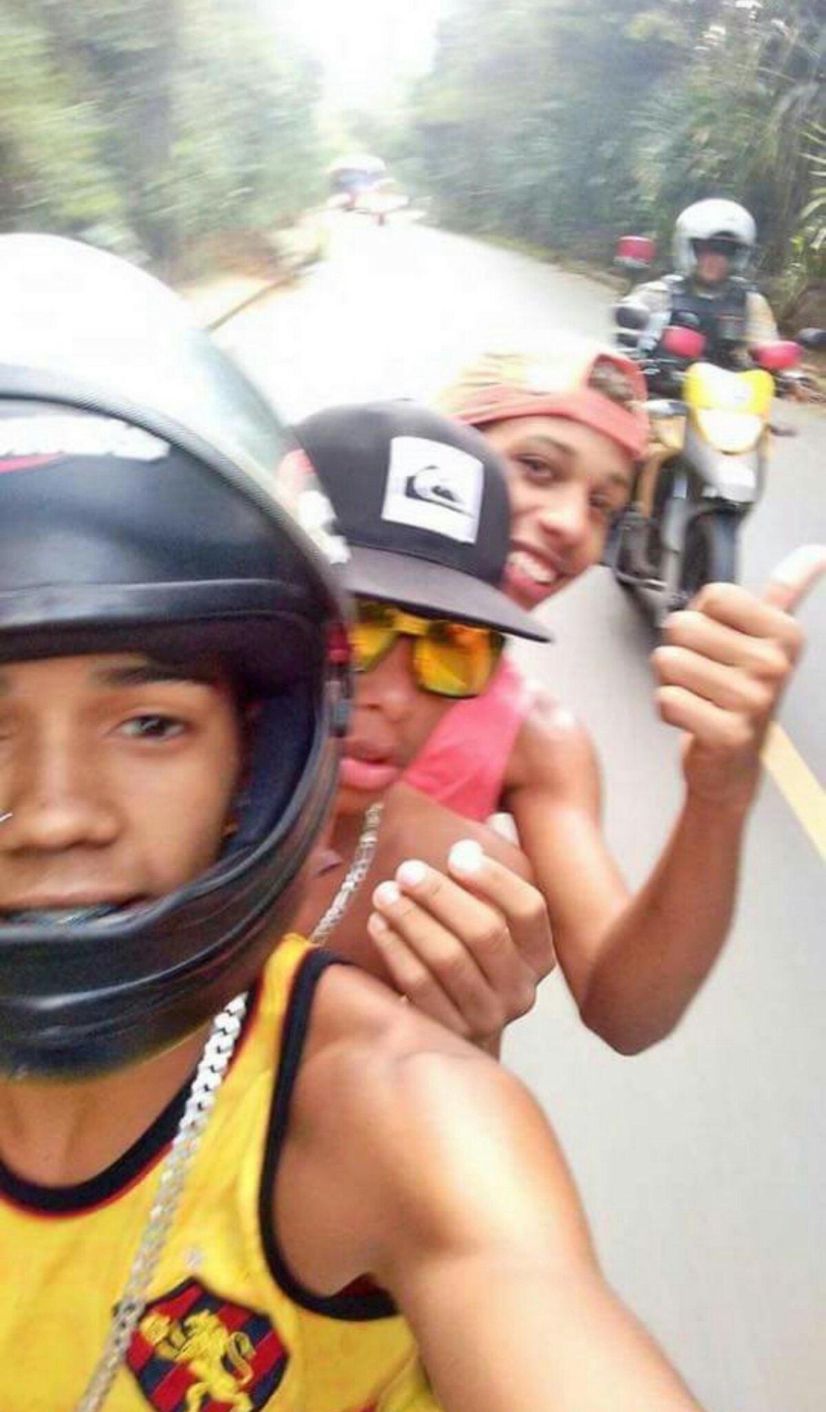 Última Selfie com a moto... - meme