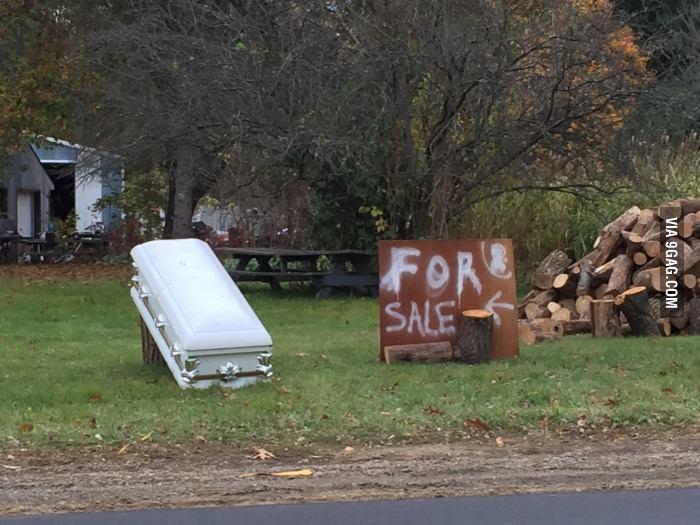 Ils vendent un cercueil... Avec le défunt - meme