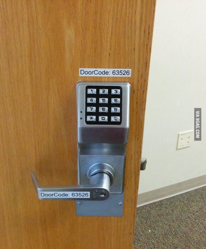 Porte sécurisée, impossible de trouver le code - meme