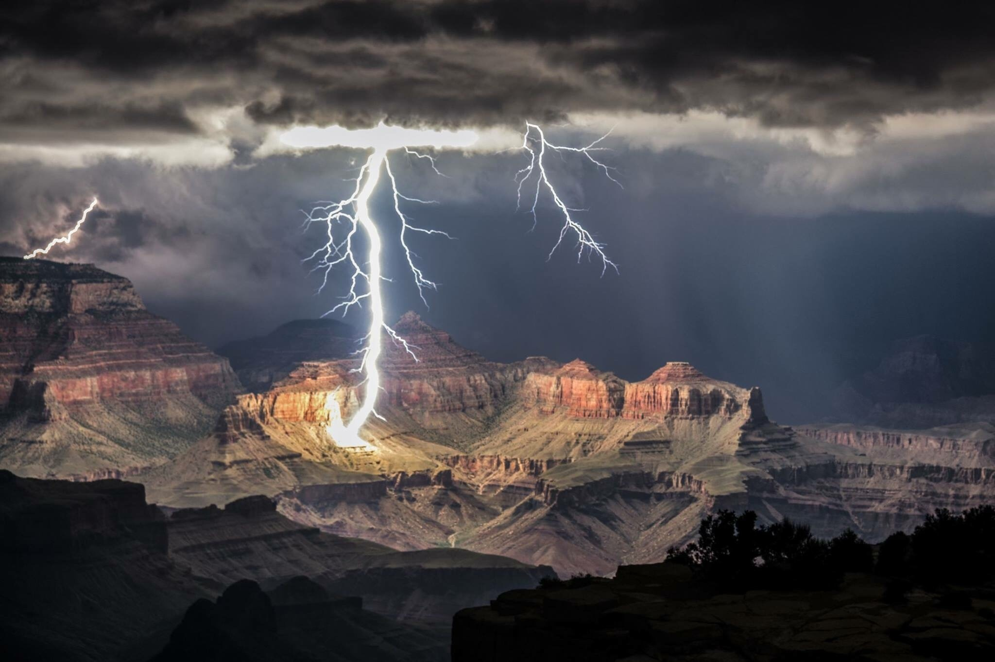 when lightening strikes in the Grand Canyon - meme