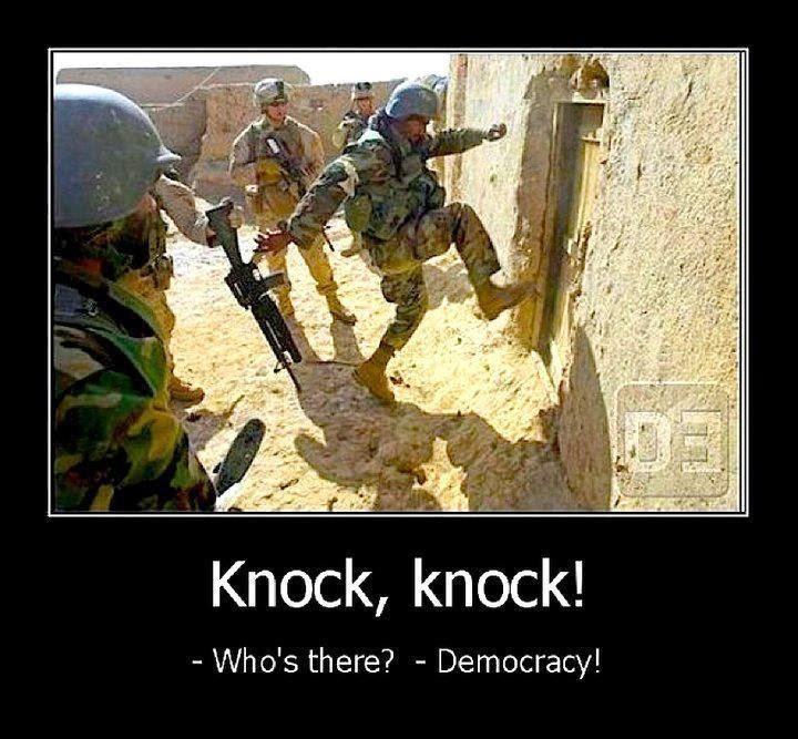 """...Knock, knock...""""qui c'est ?"""", """"la démocratie !"""" - meme"""