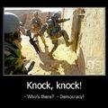"""...Knock, knock...""""qui c'est ?"""", """"la démocratie !"""""""