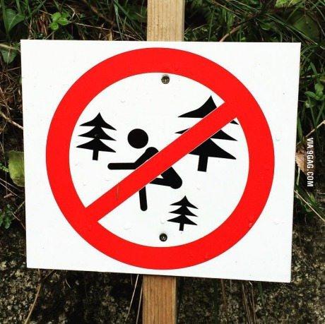 Proibido cagar árvores (dafuq?) - meme