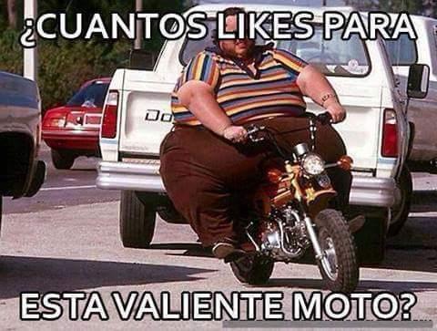 Cuantos likes para esta heroica y pobre moto??? - meme