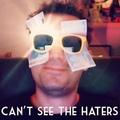 TRADUCTION : Je ne peut pas voir les haters.