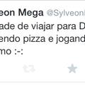 Siga Sylveon Mega no Twitter ! Ela ganhou meu respeito,porque? Ela gosta de pizza de bacon :D