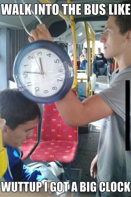 Thats a big clock - meme