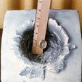 bloco de alumínio atingido por projétil em velocidade orbital