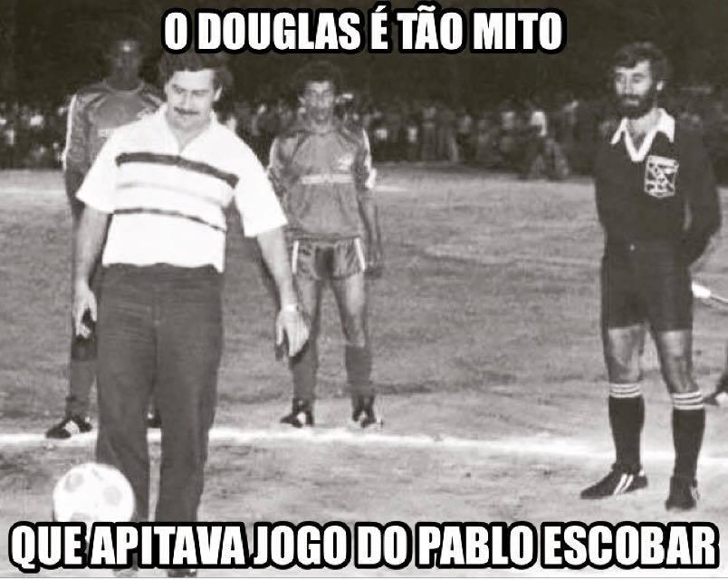 Douglas mito - meme