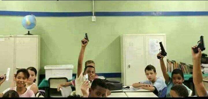 Quem é do Rio de Janeiro levanta a mão - meme