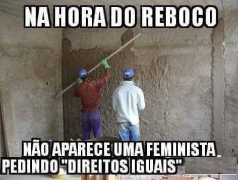 O titulo foi procurar as feministas pra fazer o reboco da casa - meme