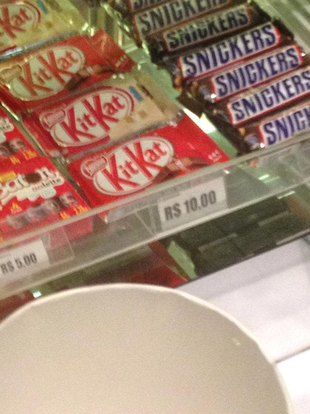 Olha o preço do kit kat - meme
