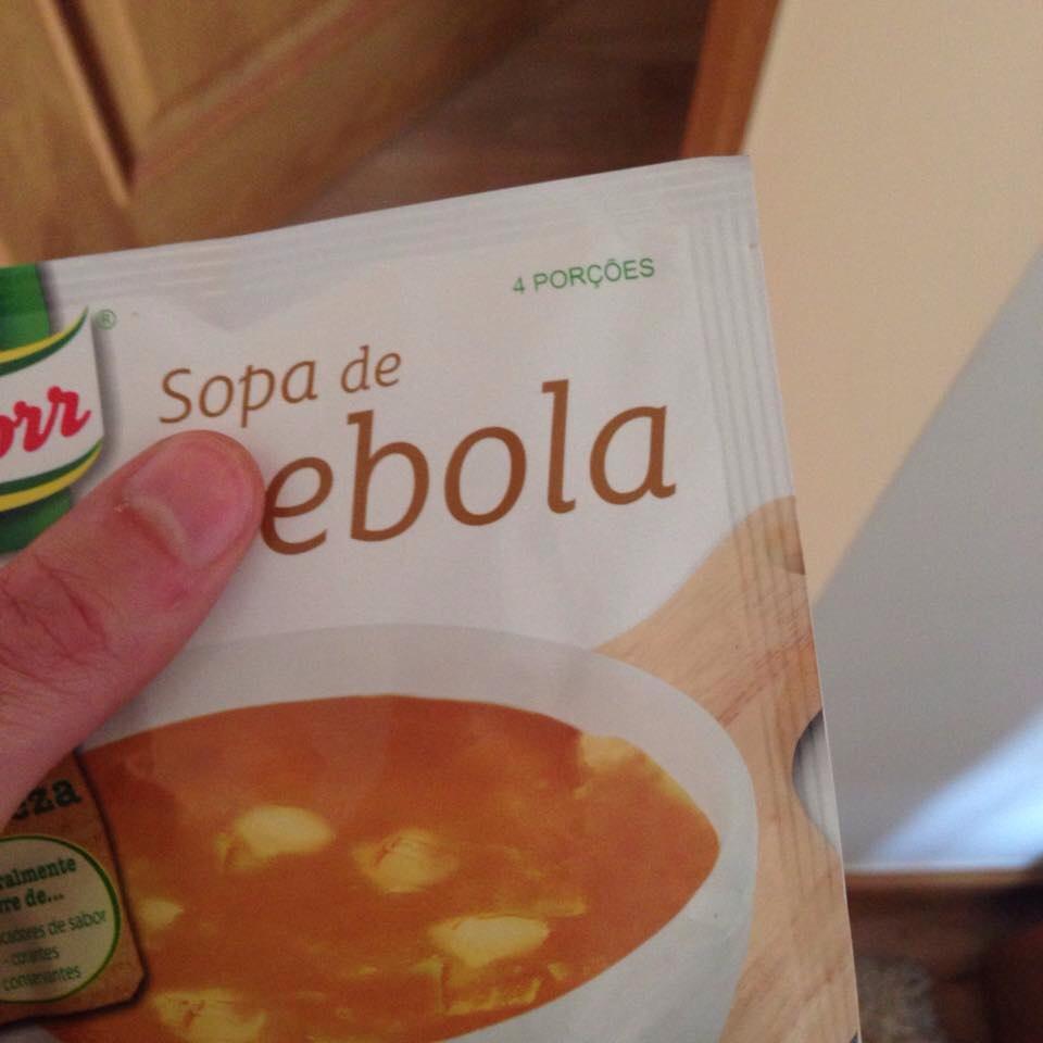 Aquí tomando una sopa de Ebola - meme