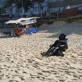 estava andando e encontrei o darth vader na praia