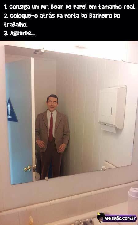 to com medo de ir no banheiro agora - meme