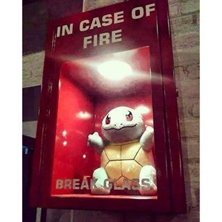 En caso de fuego ya sabes que hacer - meme