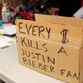 Chaque $ tue un fan de Justin Biber