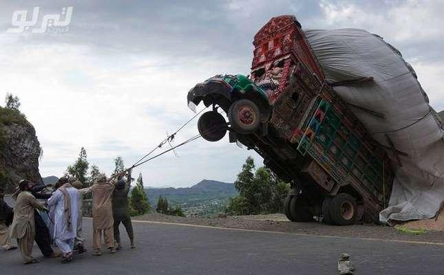 Tout doux! Tout doux! Il va rester gentil le camion. - meme