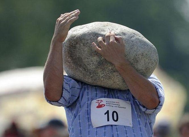 """D'ou l'expression """"avoir la tête dur comme une pierre"""" *BadumTss* - meme"""
