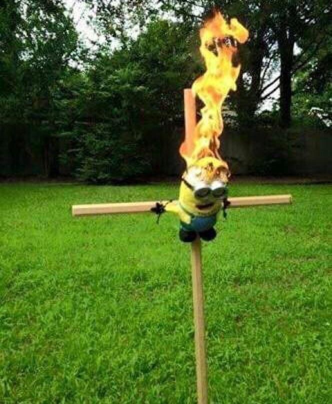 crucificação de Cristo colorido digitalmente - meme