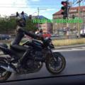 A mulher maravilha é flagrada roubando a moto do capitão america. Desculpa Odacus pela imagem eu sei que vcs tem xoxotofobia.