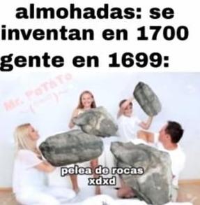 almohadas se inventan en 1700 gente en 1699: - meme