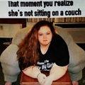 Aquele momento q vc percebe que ela nao esta sentada em um sofa