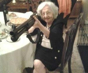 abuela doom - meme