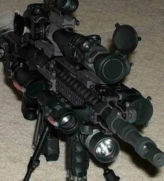 jugadores de call of duty modificando armas: PD: PINCHES JUGUETES ESTADOUNIDENSES, HASTA RETROCESO TIENE - meme