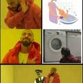 Pas facile de trouver une image avec un gosse dans une machine à laver Bizarre