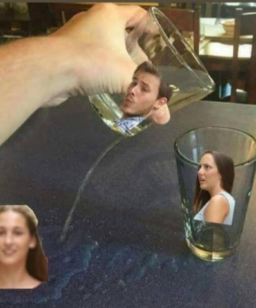 Odeio quando o copo mija fora do outro copo. - meme