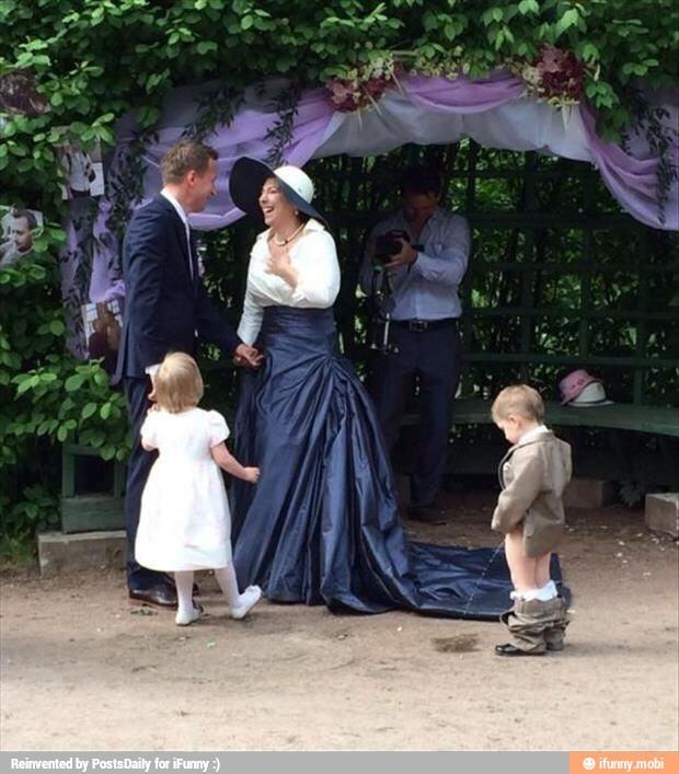 El niño meando en una boda xD - meme