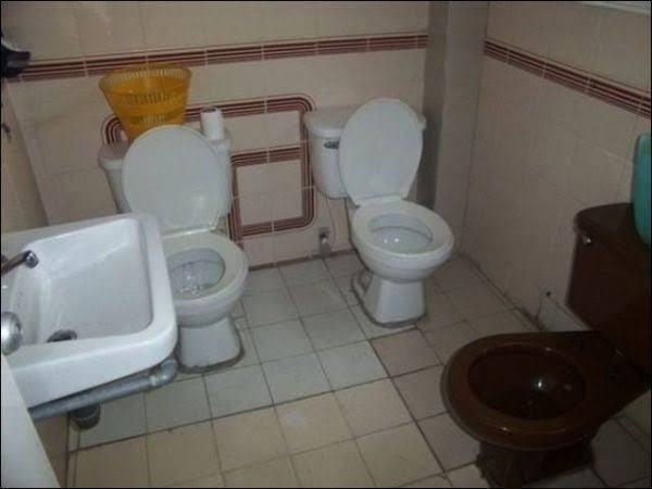 On va au toilettes tout les 3? - meme