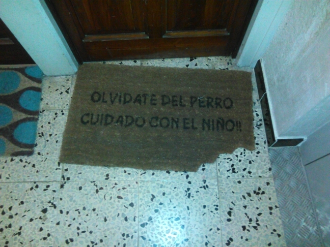 alfombras que te dicen donde hay niños rata - meme