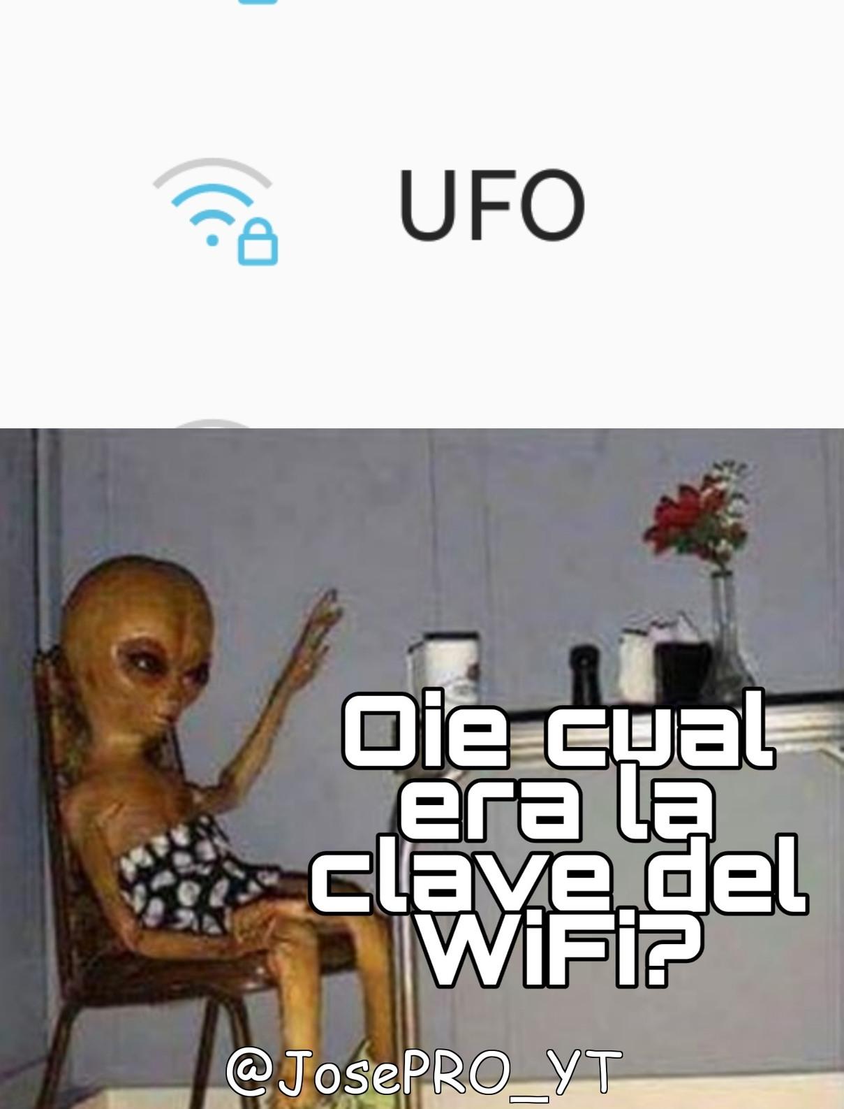 Cuando te llega el wifi del Area 51 - meme