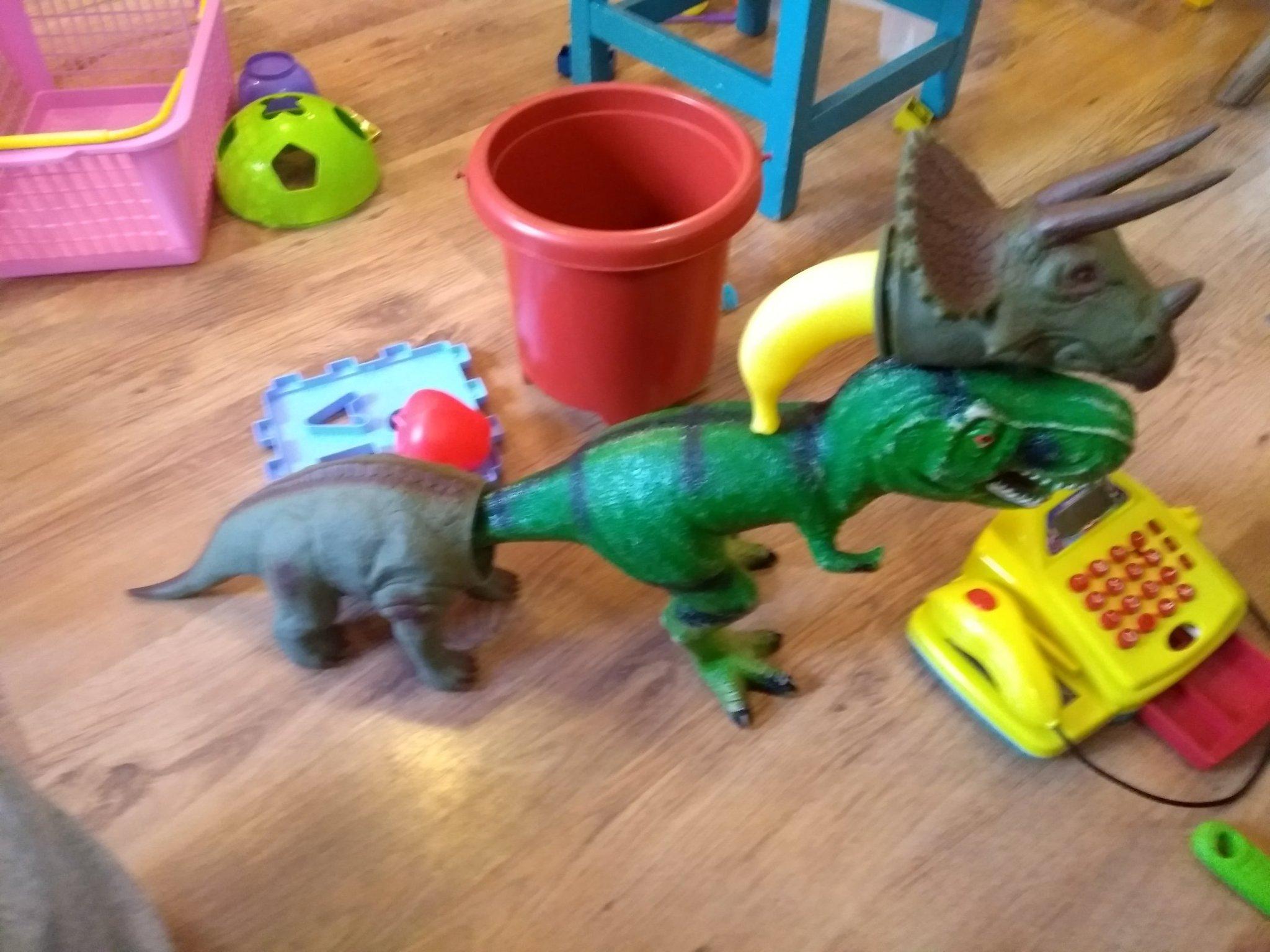 Conheça a criaçao das crianças o tricerobananassauro-rex - meme