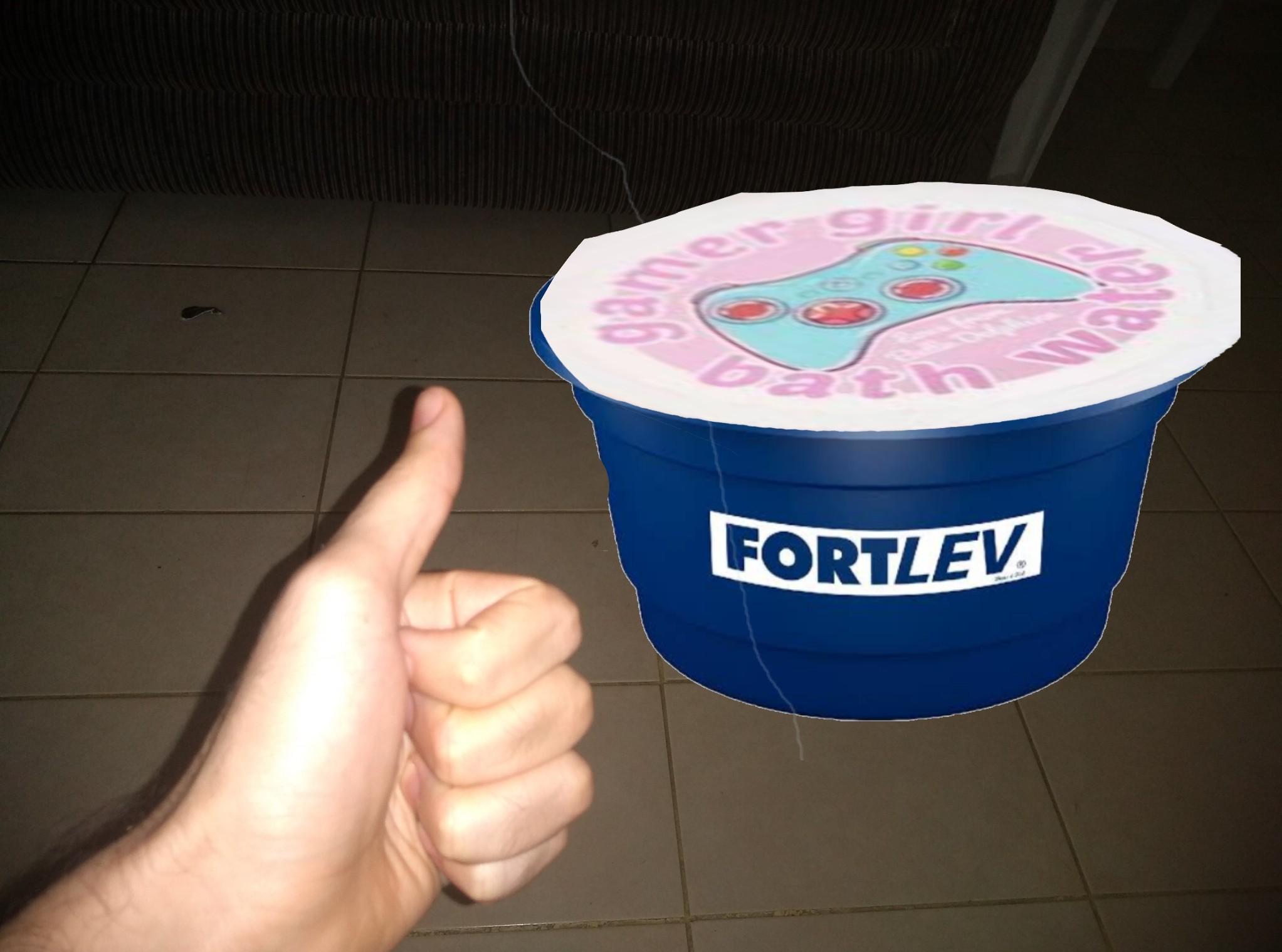 Finalmente chegou glr comprei logo uma caixa d'água - meme