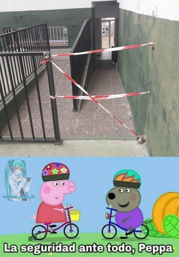 La foto es mia, siempre quise hacer un meme de estos :) (es en mi escuela)