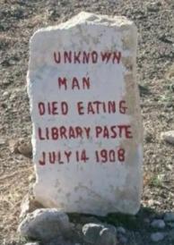 hombre desconocido murió comiendo pegamento para libros, esta es la traducción...que va - meme