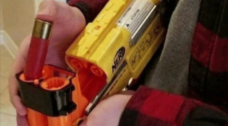 Escopetas cuando le disparas a alguien a 8 metros: - meme