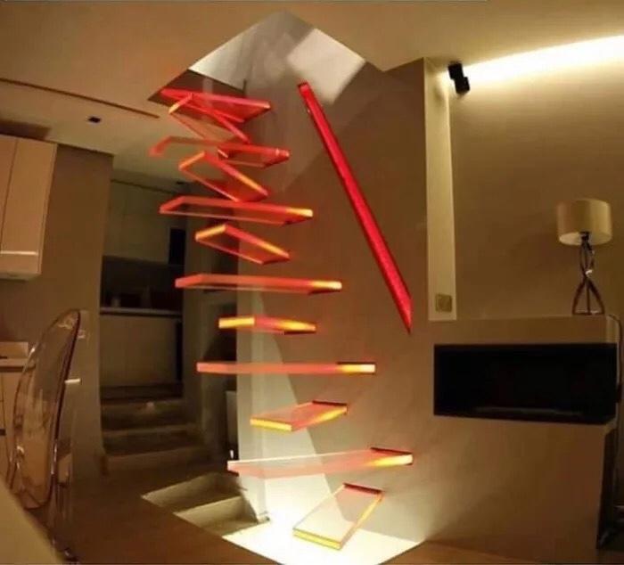 Saleté d'escaliers IKEA… en plus il me reste une pièce et je sais pas où elle va…