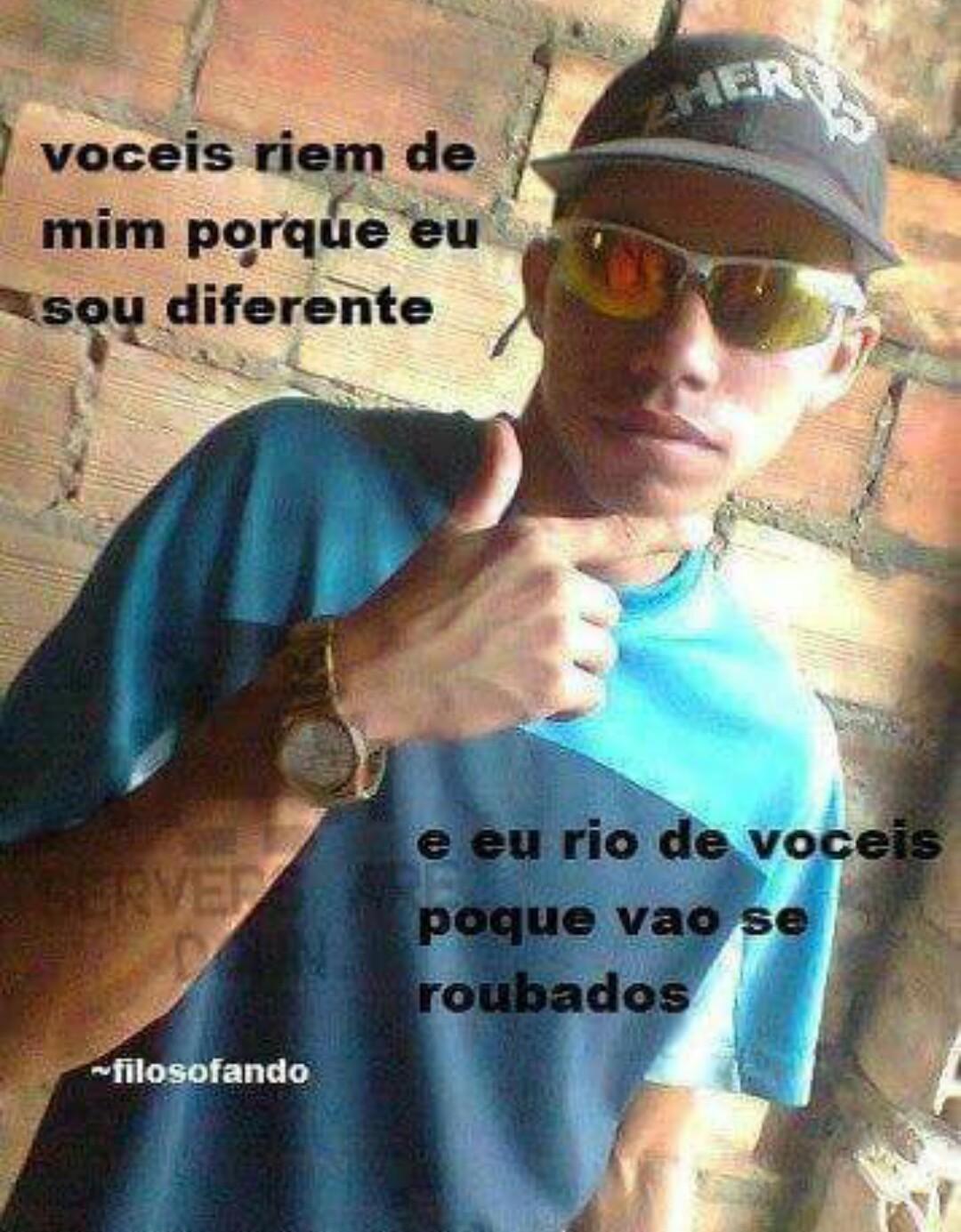 Brasileiros sendo brasileiros - meme